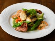 本日のお魚料理『スズキのポワレ 春菊のソース』