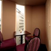 銀座の街が眺められる、窓際の人気席
