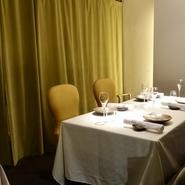 個室、又は貸切も可能です。気品のある佇まいは、接待や大切な方との会食に相応しいことこの上なし。ご予算等お気軽にご相談下さい。