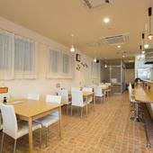 ボリューム満点の料理を味わえる、オシャレで可愛い料理店