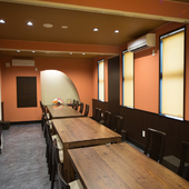 最大20名で使える広い個室も。シーンに合わせて活用できる
