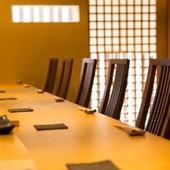 程よい距離感で大人の会話を楽しむのが、寿司屋の醍醐味
