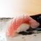 厚めに切られたネタが印象的な『金目鯛』