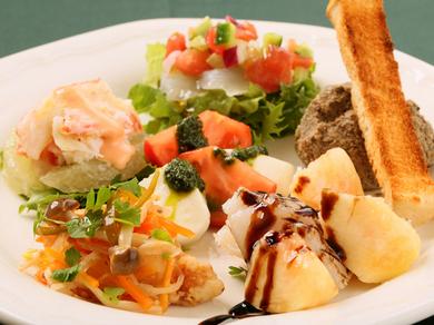 新鮮な魚介と野菜の『本日の前菜盛り合わせ』