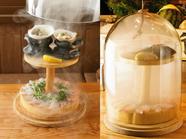 三浦より直送される新鮮な魚の『藁薫るスモークカルパッチョ』