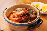 厳選している海の幸を使った一品。旨味が溶け込んだスープは絶品で、極上の味を醸し出しています。