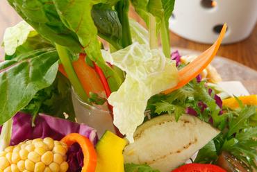素材の持ち味を前面に出した『新鮮野菜のバーニャカウダー』