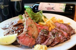 豚・鶏・ラム肉・ソーセージと大満足の盛り合わせ☆バーニャカウダは産地直送のこだわり野菜を楽しめます。