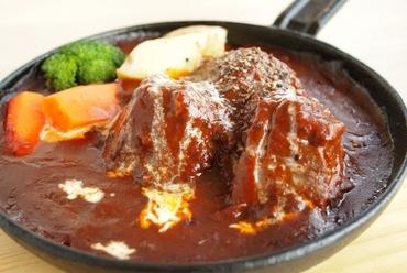 国産和牛を更においしく仕上げた『タンシチュー』(サラダ・ライスor手作りパン付)