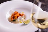 ディナーコースの『温前菜』は旬の味覚をきめ細やかに組み合わせ