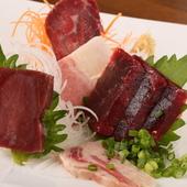 希少部位の刺身やベーコン、ユッケなどの珍しい鯨料理