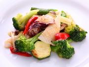 仕入れによって日ごとに異なる食材で味わえる炒め物。香りと旨味と食感を楽しめる絶妙な火加減の調理で。
