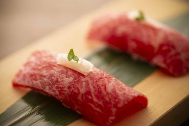 特選 炙り肉寿司(2貫)