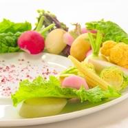 味付けはシンプルに。野菜本来の味を楽しめる『広島向原の孫野菜農園の野菜のロースト ローズマリー風味』