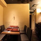 テーブル席は4~6名で利用可能。少人数での会食に最適