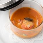 貸切で着席20人、立食40人まで。シェフの自慢の一品『ボキャル ド オマール(オマール海老のスープ仕立)』の入ったコースなど提供中(※メニューは変更される場合あり)。オリジナルコース、ケータリングなど応相談。