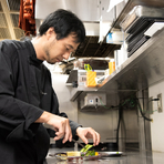 「料理のボリューム、塩や固さの加減など、それぞれのお客様のご要望に沿うようにしています」(高谷さん)。テイストに合った一皿でより充実した時間を過ごせます。