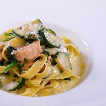 Pranzo Ambrosia(メイン料理とデザート付きランチコース)