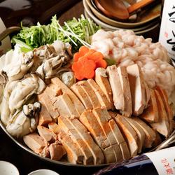 北海道の海の幸をたっぷり使用し、出汁をしっかりと抽出した海鮮ちゃんこ鍋は自慢の日本酒や焼酎にも最適!!