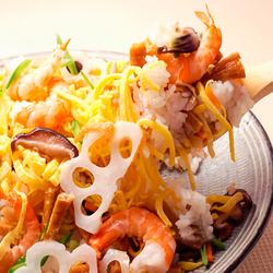 栄養たっぷり海のミルクとも呼ばれる牡蠣と貝柱が大きく厚みがあるホタテを贅沢にシーフードフリットに♪