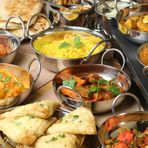チキンカレー、タンドリー料理、ナン、ベジタブルカレー、サラダなど料理の種類も豊富。インド直輸入のスパイスを駆使した香り高いインド料理を、リラックスできる雰囲気の店内で味わえます。
