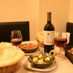 店内は、リラックスできる温かい雰囲気。料理に合うインドワインなども揃っているので、食事もお酒も楽しみたい二人のデートにおすすめです。記念日等様々なシチュエーションで大活躍。