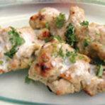 生姜、ガーリック、カシューナッツ、クリームに漬け込みタンドール窯で焼き上げた骨なしチキン