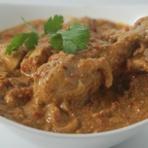 骨なしチキンを玉ねぎ、トマト、スパイスで煮込んだカレー。ベースの香りが肉にしみこむまで煮込んだ、とろとろのチキンの食感と、香りが味わえます。