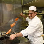本格インド料理が味わえる【マハラヤ】。香り高い最高級のスパイスを使用した料理は、甘口、辛口等色々な種類のメニューを取り揃えています。カレーの辛さはお客様のご要望に合わせて調整できます。
