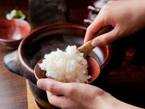 あつあつ、ほかほかの艶やかな『土鍋炊きご飯 (二合から)』