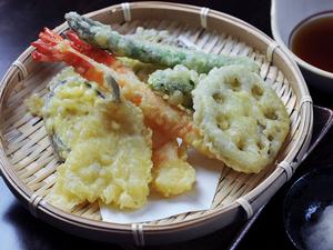 旬の野菜の滋味を味わう『かご天』