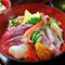 ボリュームたっぷり。新鮮な魚介を堪能できる『海鮮丼』