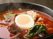 ゴロッとカルビ肉が入ったピリ辛スープ仕立ての癖になる一杯