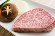 仙台牛の極上ロースのステーキ。肉質、鮮度に自信の一皿。