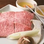 三水苑名物!炙り焼きシリーズの人気NO.1 お肉には個体差がございますが、厳選してその日仕入れた最高級の仙台牛の希少部位をお出し致します。 卵黄にからめてお肉の甘みを感じて頂ける逸品です。
