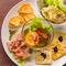 彩り豊かなお手軽メニュー。自家製の味も楽しめる『前菜&タパス盛り合わせ 5種』