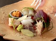 旬の天然魚を使った料理長渾身の『お刺身六種盛り』