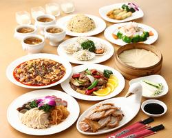 定番コースに海老やホタテメニュー、海鮮炒めなど絶品魚介料理もバランスよく取り入れたコース。