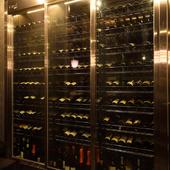 料理に合わせて、世界各国から揃えられた極上のワイン