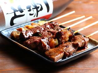 いろいろな串焼きを味わえる『牛串備長炭焼 各種』