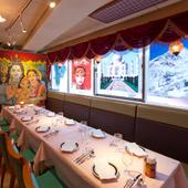異国情緒あふれる店内。インドの料理とお酒を囲んでアジアン宴会