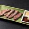 新鮮な牛レバを使った料理や鶏ササミは週末だけのお楽しみ!