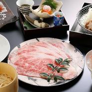 厳選された贅沢素材を使用。柔軟な発想のもと生み出される至高な一皿からは、躍動感や美しさも味わうことができます。
