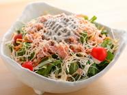 濃厚かつ爽やかな味わいが印象的な『カニ味噌サラダ』