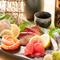 地元の旬の鮮魚がいろいろと味わえる『お造り五種盛』