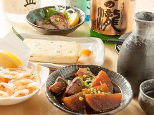 富山湾の旬の魚介類を種類豊富に取り揃える