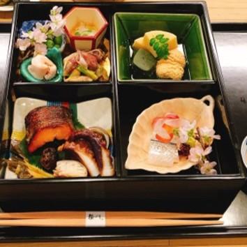 お昼の松花堂弁当4,000円(税サ別)