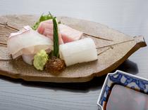 旬の素材と新鮮さにこだわりぬいた『鯛 ヨコワ イカ造り』