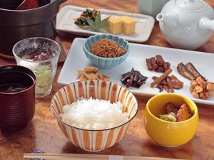 注文を受けてから土鍋で炊き上げる、近江米の『お茶漬け膳』