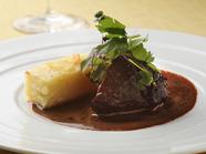 とろけるように柔らかい、深みのある味わいの『牛ホホ肉のブレゼ』